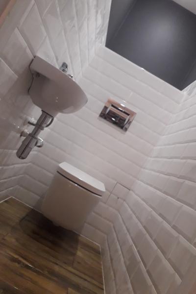 Białoszarobrązowa Mała łazienka I Toaleta W Bloku Welldone